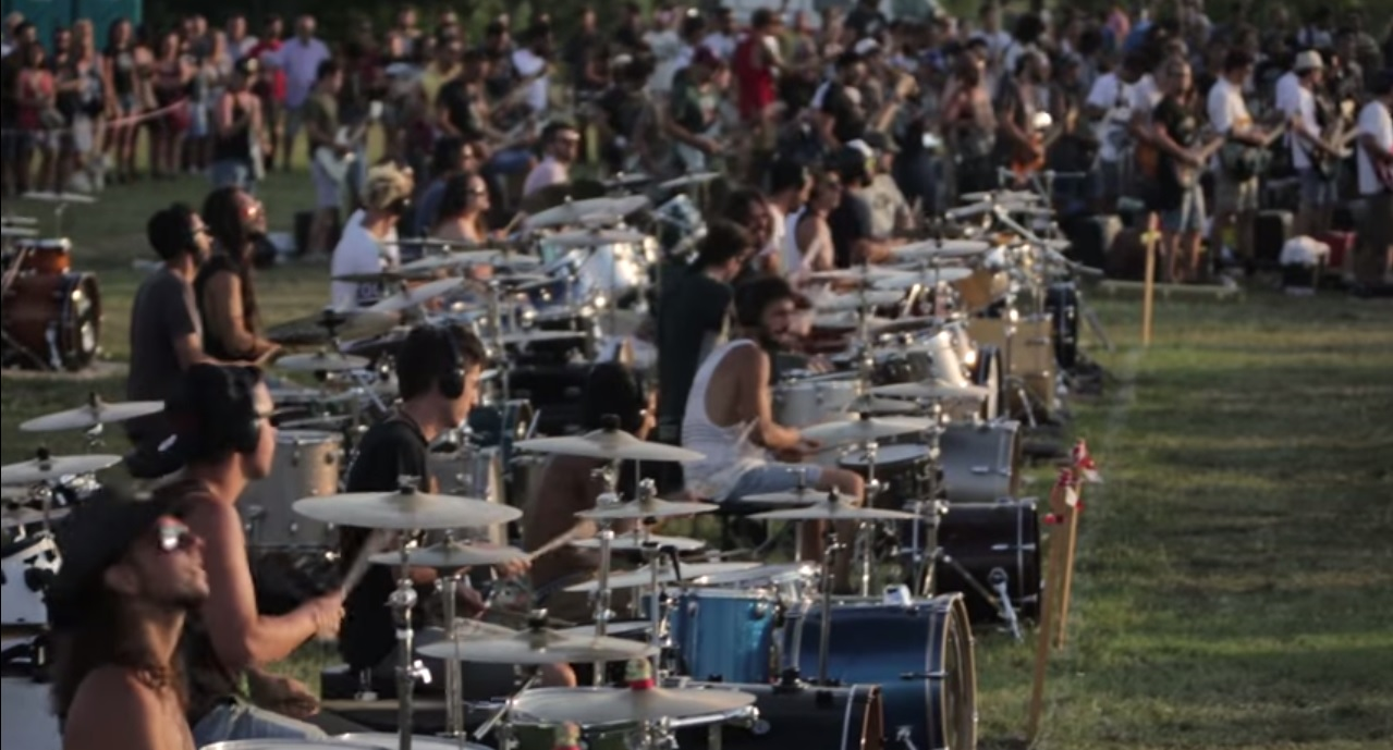 "Weekly Dose of Awesome: 1000 Italians Play ""Learn to Fly"" by The Foo Fighters"